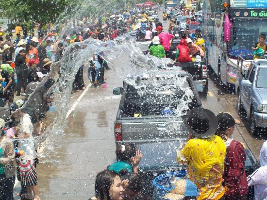 Songkran2_festival_ChiangMai_Thailand