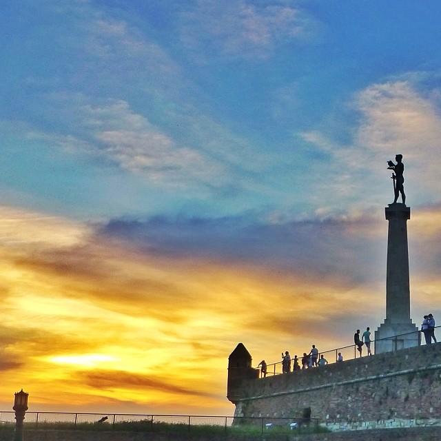 fort monument victor zonsondergang