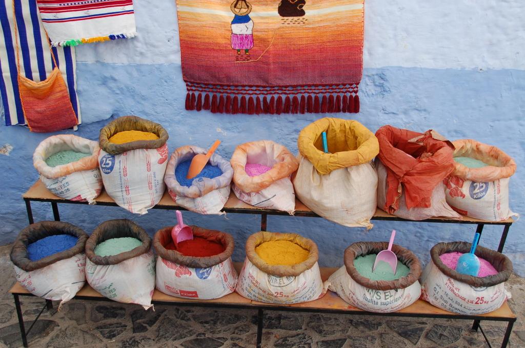 De kleurrijke winkeltjes in de Medina