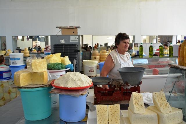 Heerlijke kazen op de markt van Korca