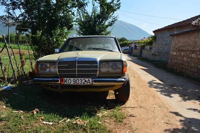 Oud, nieuw, gloednieuw. Overal zie je een Mercedes rijden.