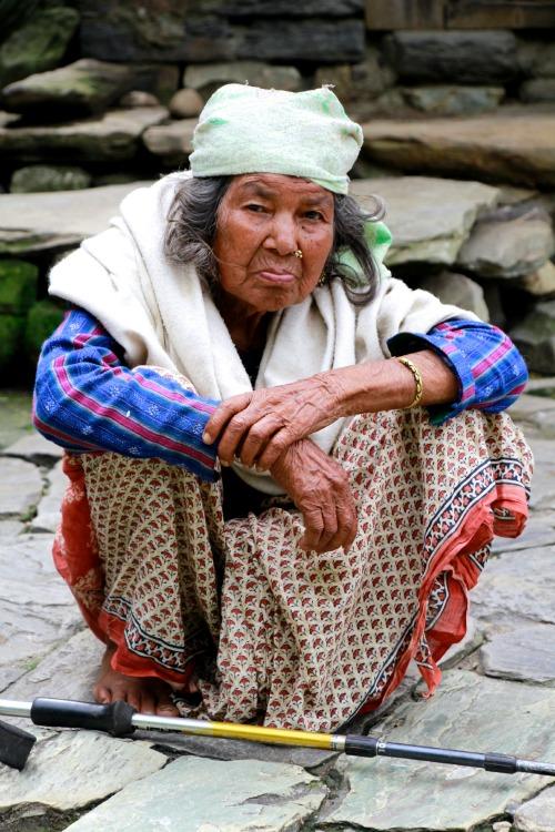 06 Nepal - Old Lady