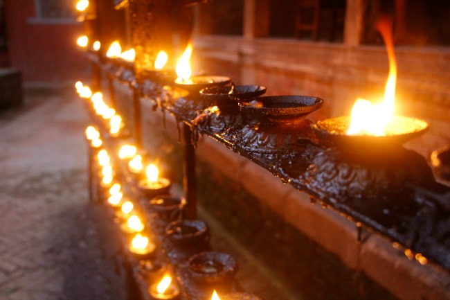 11 Nepal - Prayer lamps