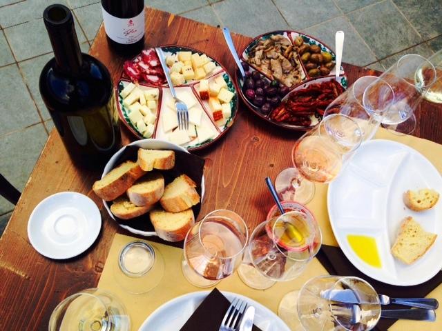 Wijn en Siciliaanse lekkernijen