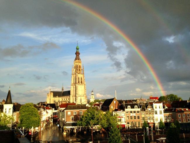 Grote Kerk Breda en regenboog