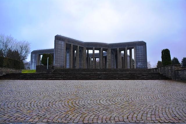 Het Mardosson Monument staat voor de vriendschap tussen het Belgische en het Amerikaanse volk