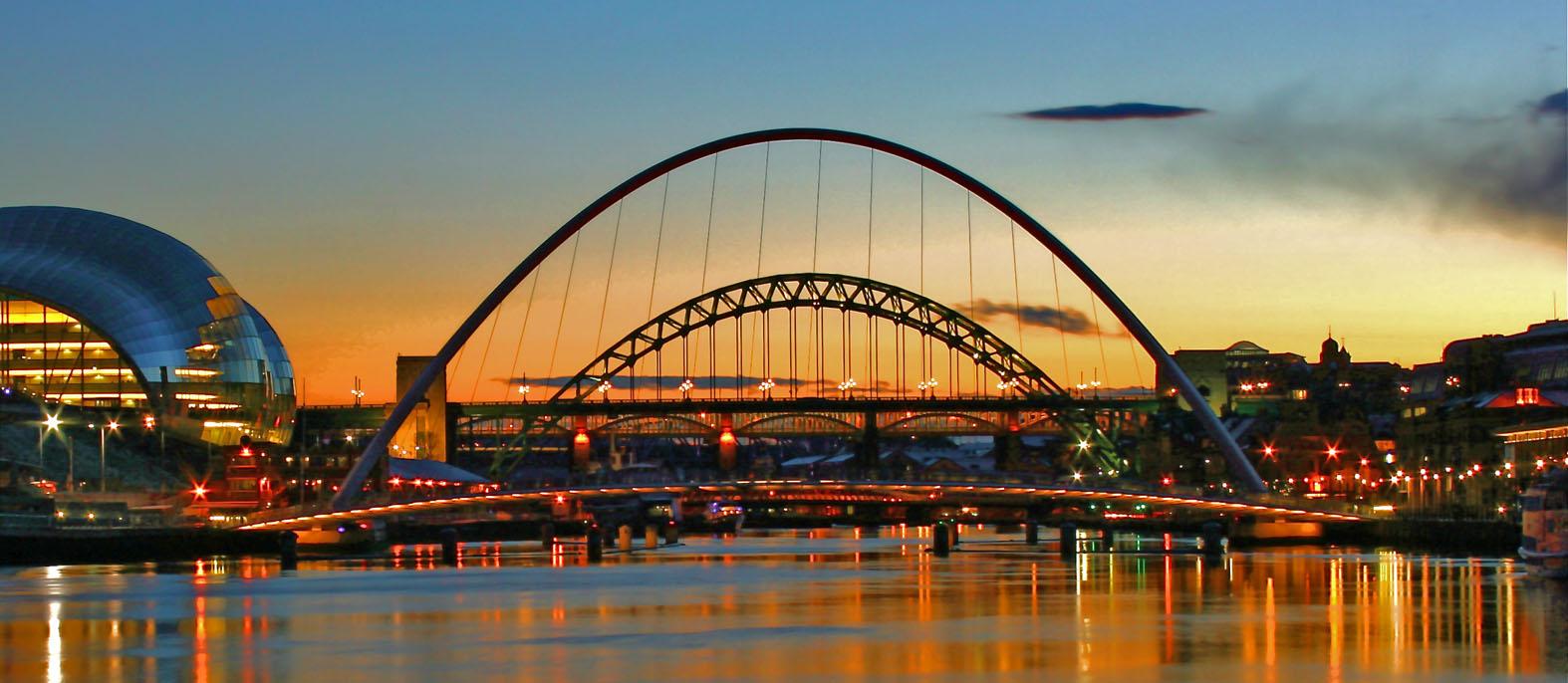 Gateshead Millennium Bridge Vive Le Voyage
