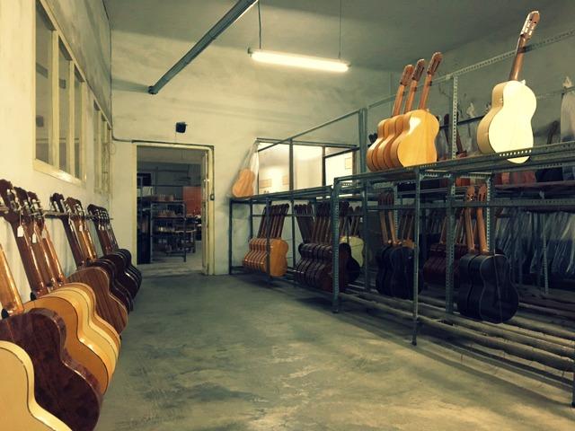 De gitaren zijn klaar voor verkoop