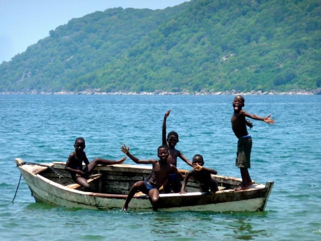 Spelende kinderen Lake Malawi