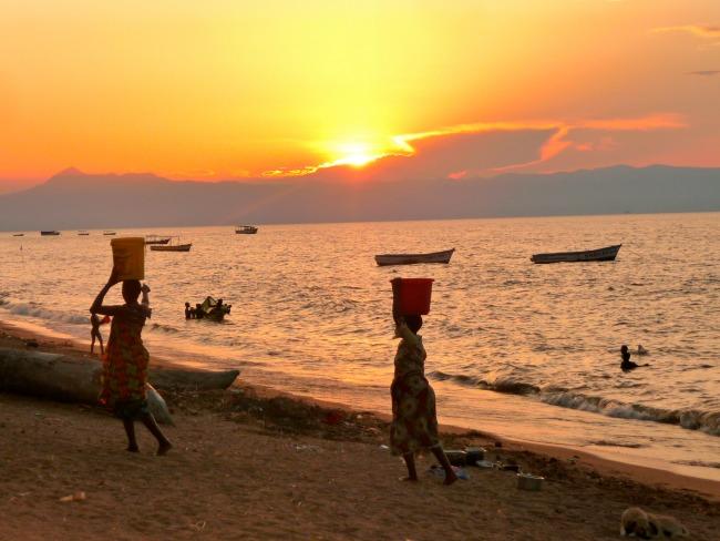 fotoreportage-lake-malawi-zonsondergang-vrouwen