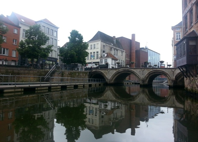 Volg het Dijlepad, een drijvend wandelpad op het riviertje de Dijle
