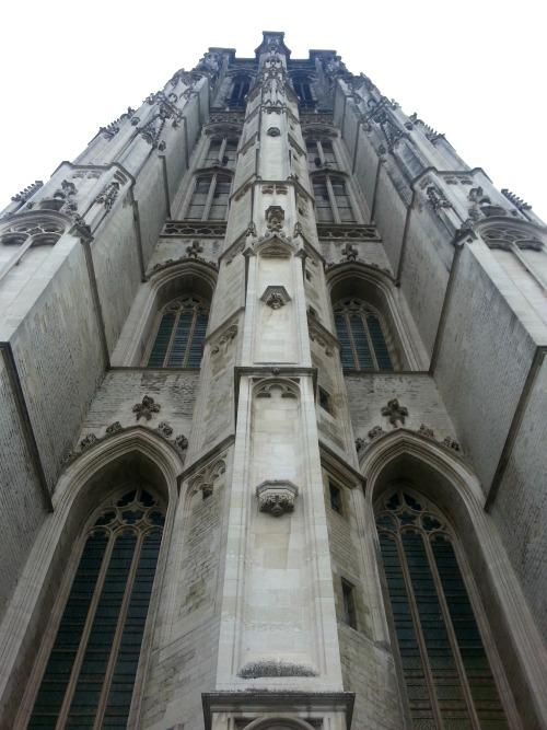 Beklim de Mechelse reus, de Sint-Romboutstoren van 97 meter hoog