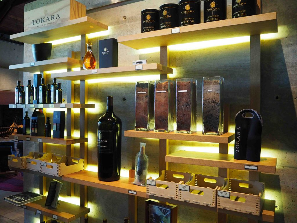 TOKARA Wine Estate: zeer moderne wijnboerderij - Wijn is fijn in Stellenbosch! - Vive Le Voyage