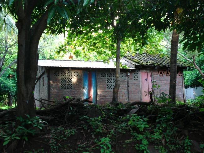Tijdens je ontdekkingstocht over het eiland zie je dit soort huisjes
