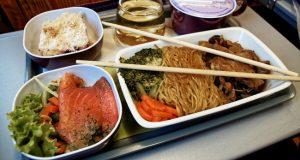thai-air-maaltijd-luchtvaartmaatschapij-eten-in-de-lucht-vliegtuigmaaltijd