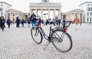 Fietsen in Berlijn naar de Branderburger Tor