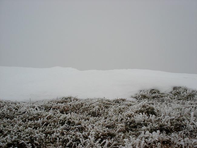 Sneeuw en mist tijdens beklimming Ben Nevis