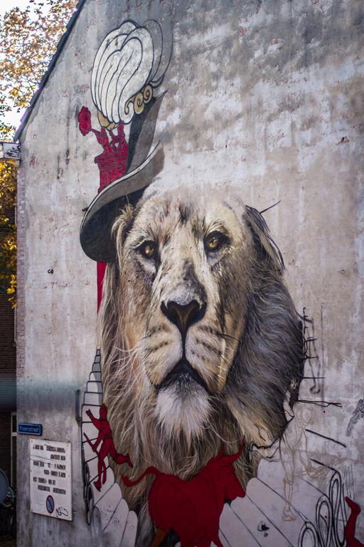 Blind Walls Gallery street art Vive Le Voyage