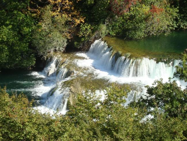 Het verval van het water van Krka watervallen