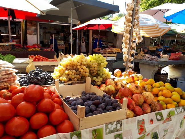 Lekkernijen op de Groene markt van Trogir