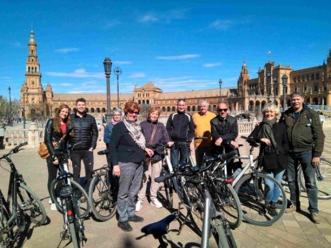 plaza de españa Baja Bikes groepsfoto