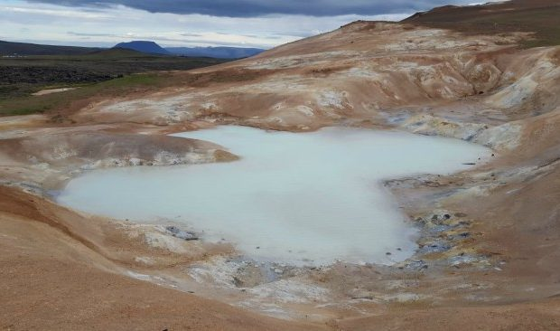 wandel langs Namafjall in IJsland