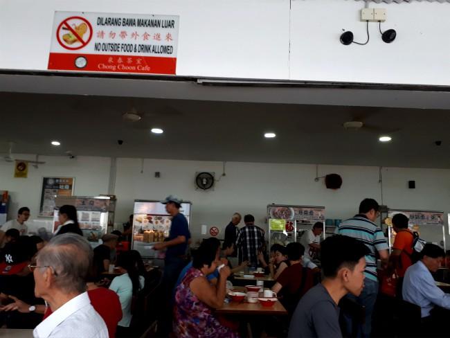 Ontbijt bij Chong Soon cafe in Kuching