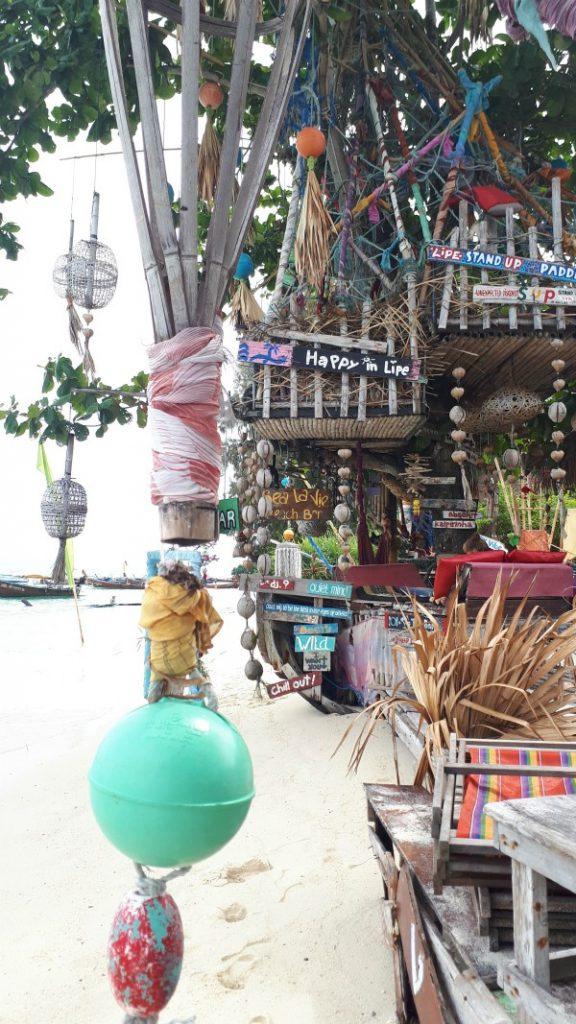 Drink wat bij een barretje op Sunrise Beach