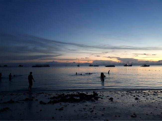 Geniet van de zonsondergang op Pattaya Beach