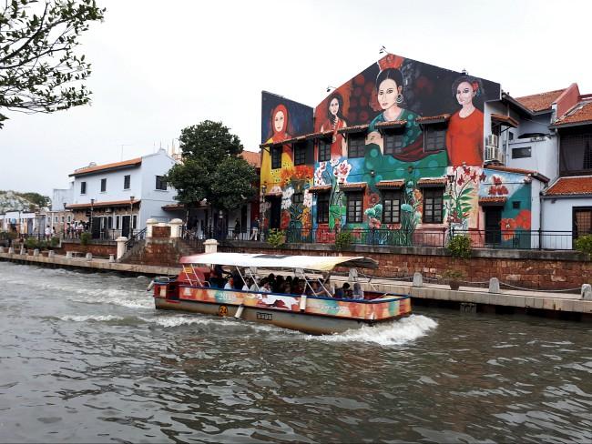 Maak een boottocht over de Sungai Melakka rivier