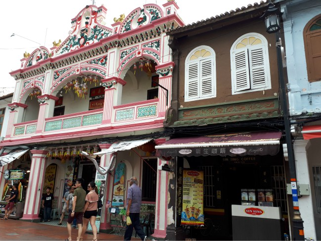 Slenter door de kleurrijke straten van Malakka