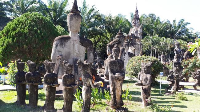 Wandel langs ruim 200 beelden in Buddhapark